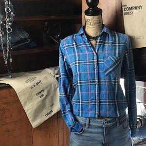 American Eagle blue plaid button down shirt